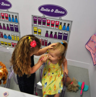 Make-up, girls playing make-up, Little Street, Little Street Play Centre, Play Centre, Children Play Centre, UK play centre, children, childrens entertainment